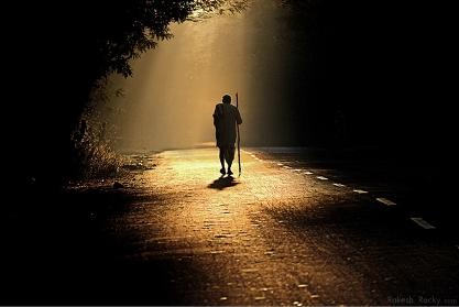 фото уходящего человека в даль
